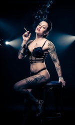 Burlesque Shows - Live Strip Kunst - Betty
