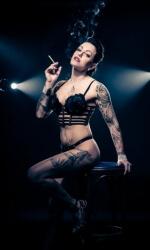Burlesque Shows - Live Strip Kunst - Betty